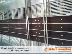 Designer Steel Gate with Wood (Code 03-1482016)