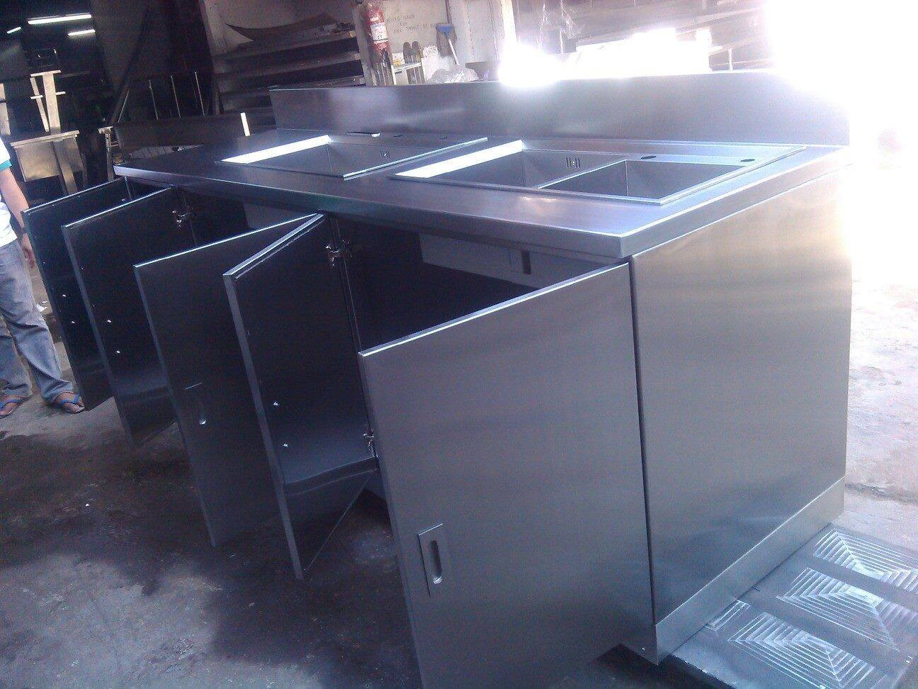 Steel Sinks for Commercial Kitchens