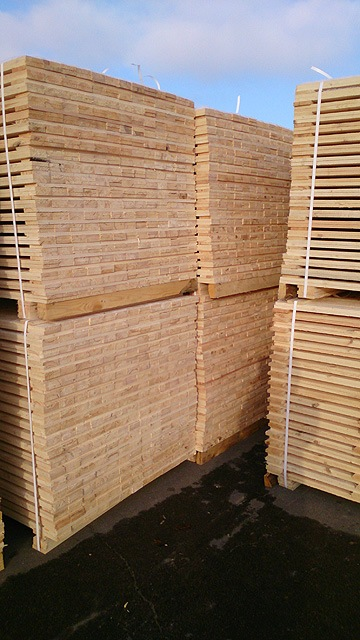 wooden-pallet-material-at-warehouse