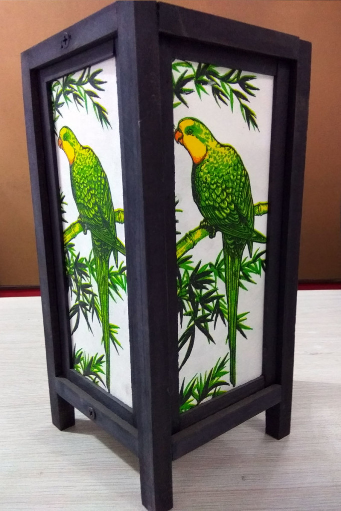 Hand-Painted-Parrot-Wooden-LampShade-HTI-LAMP-056